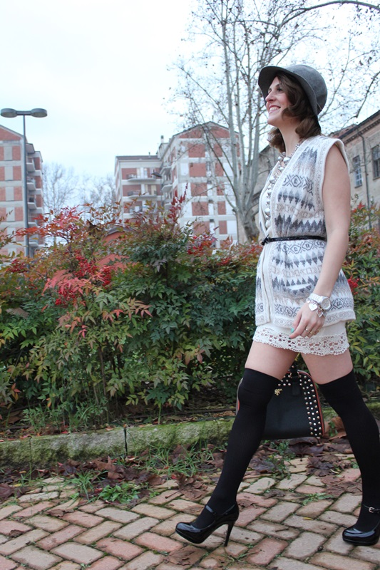 Indian Savage Margaret Dallospedale Fashion blogger The Indian Savage diary Winter outfit grey white black 3