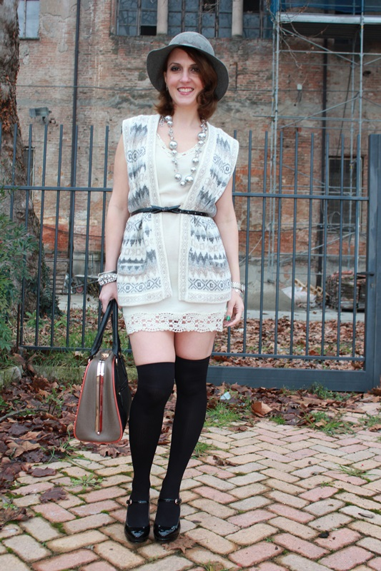 Indian Savage Margaret Dallospedale Fashion blogger The Indian Savage diary Winter outfit grey white black 4