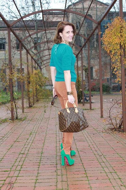 Indian Savage, Margaret Dallospedale, The Indian Savage diary, Fashion blogger, Fashion Blog, Piacenza blog, Wichita blog, Venezuela blog,  Mustard pants Emerald green sweater 2