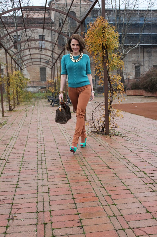 Indian Savage, Margaret Dallospedale, The Indian Savage diary, Fashion blogger, Fashion Blog, Piacenza blog, Wichita blog, Venezuela blog,  Mustard pants Emerald green sweater 3