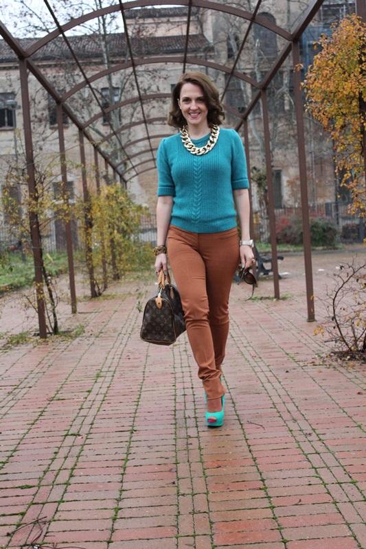 Indian Savage, Margaret Dallospedale, The Indian Savage diary, Fashion blogger, Fashion Blog, Piacenza blog, Wichita blog, Venezuela blog,  Mustard pants Emerald green sweater 4