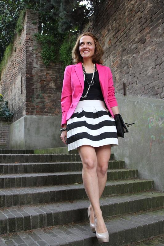 Margaret Dallospedale, Fashion blogger, The Indian Savage diary, Fashion blog, www.indiansavage.com, fashion tips, Beauty Tips, Lifestyle, Big Black and White stripes skirt, 4