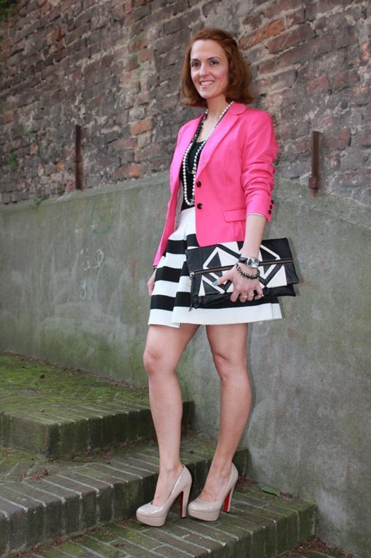 Margaret Dallospedale, Fashion blogger, The Indian Savage diary, Fashion blog, www.indiansavage.com, fashion tips, Beauty Tips, Lifestyle, Big Black and White stripes skirt, 6