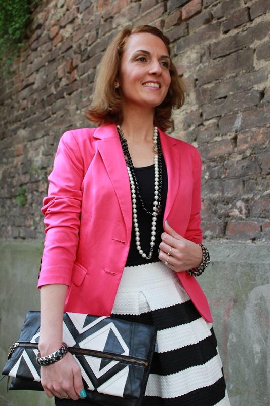 Margaret Dallospedale, Fashion blogger, The Indian Savage diary, Fashion blog, www.indiansavage.com, fashion tips, Beauty Tips, Lifestyle, Big Black and White stripes skirt, 7