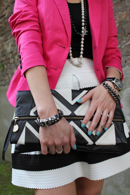 Margaret Dallospedale, Fashion blogger, The Indian Savage diary, Fashion blog, www.indiansavage.com, fashion tips, Beauty Tips, Lifestyle, Big Black and White stripes skirt, 8