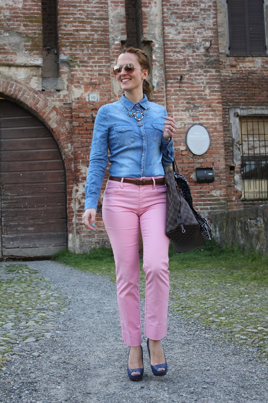 Margaret Dallospedale, Fashion blogger, The Indian Savage diary, Fashion blog, www.indiansavage.com, fashion tips, Beauty Tips, Lifestyle, Pink pants and Denim Shirt, 3