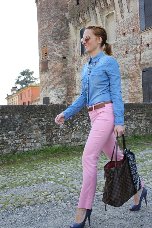 Margaret Dallospedale, Fashion blogger, The Indian Savage diary, Fashion blog, www.indiansavage.com, fashion tips, Beauty Tips, Lifestyle, Pink pants and Denim Shirt, 4