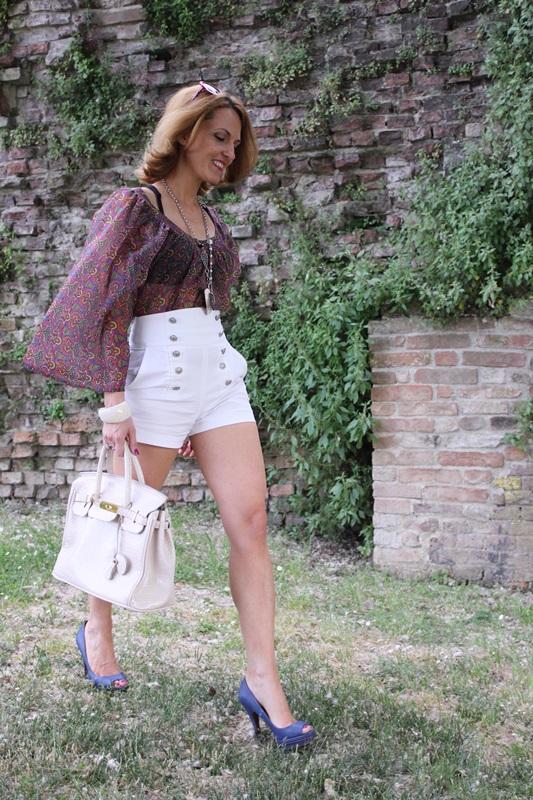 Margaret Dallospedale, Fashion blogger, The Indian Savage diary, Fashion blog, www.indiansavage.com, fashion tips, Lifestyle, white hotpants , 1