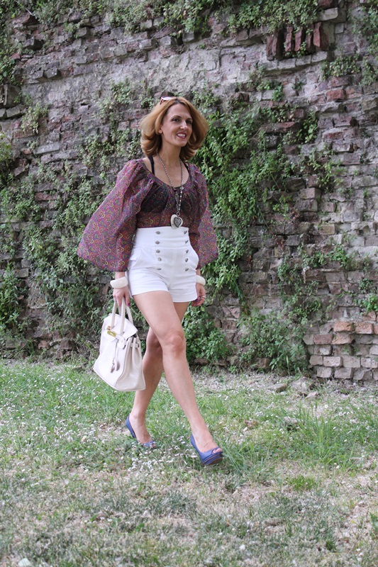Margaret Dallospedale, Fashion blogger, The Indian Savage diary, Fashion blog, www.indiansavage.com, fashion tips, Lifestyle, white hotpants , 2