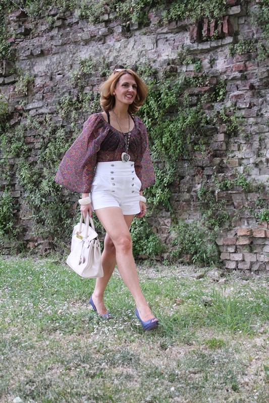 Margaret Dallospedale, Fashion blogger, The Indian Savage diary, Fashion blog, www.indiansavage.com, fashion tips, Lifestyle, white hotpants , 2