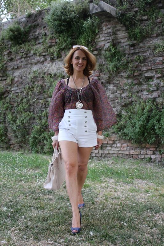 Margaret Dallospedale, Fashion blogger, The Indian Savage diary, Fashion blog, www.indiansavage.com, fashion tips, Lifestyle, white hotpants , 3