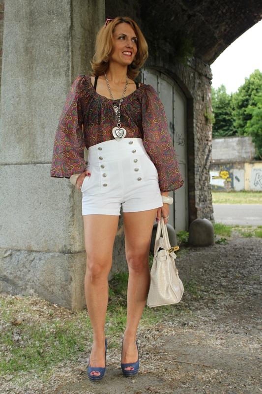 Margaret Dallospedale, Fashion blogger, The Indian Savage diary, Fashion blog, www.indiansavage.com, fashion tips, Lifestyle, white hotpants , 4
