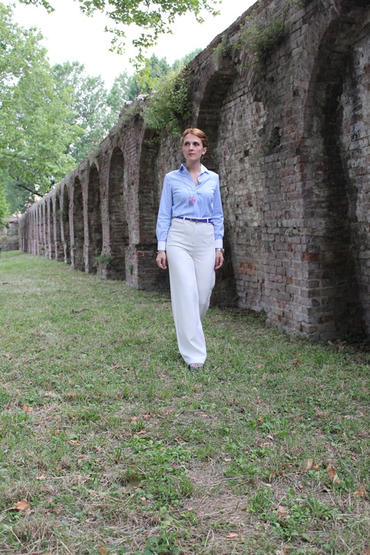 Margaret Dallospedale, Fashion blogger, The Indian Savage diary, Fashion blog, www.indiansavage.com, fashion tips, Lifestyle, How to wear, Babe blue shirt and White pants, Paivè bijoux 2