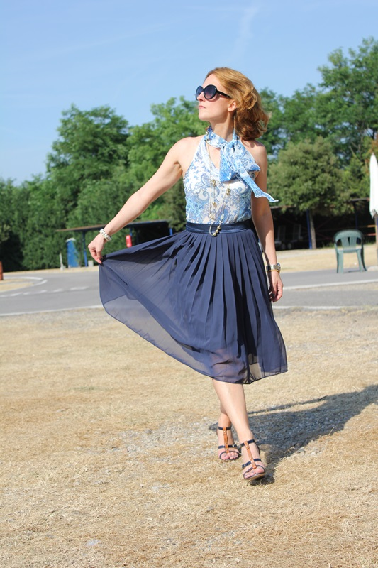 Margaret Dallospedale, Fashion blogger, The Indian Savage diary, Fashion blog, www.indiansavage.com, fashion tips, Lifestyle, How to wear, Blue pleated skirt, 1