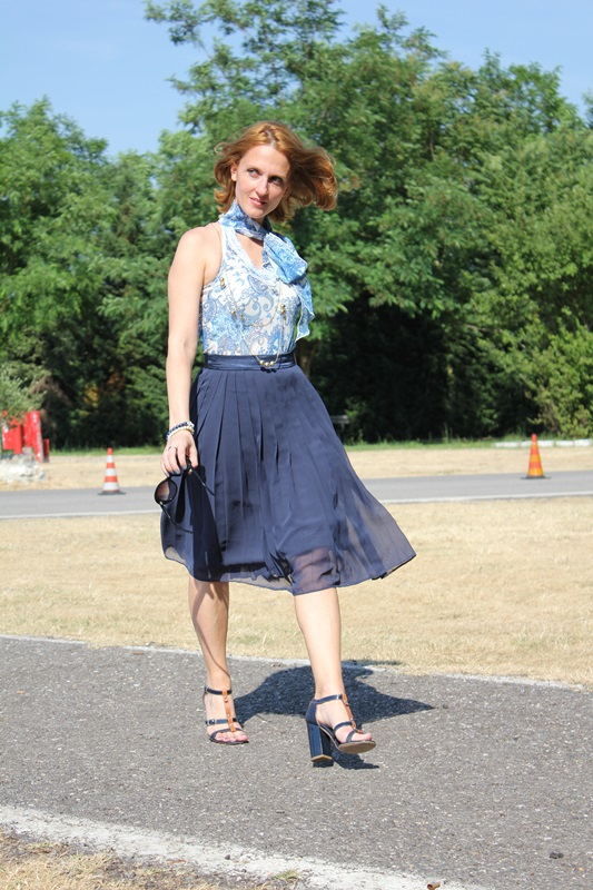 Margaret Dallospedale, Fashion blogger, The Indian Savage diary, Fashion blog, www.indiansavage.com, fashion tips, Lifestyle, How to wear, Blue pleated skirt, 3