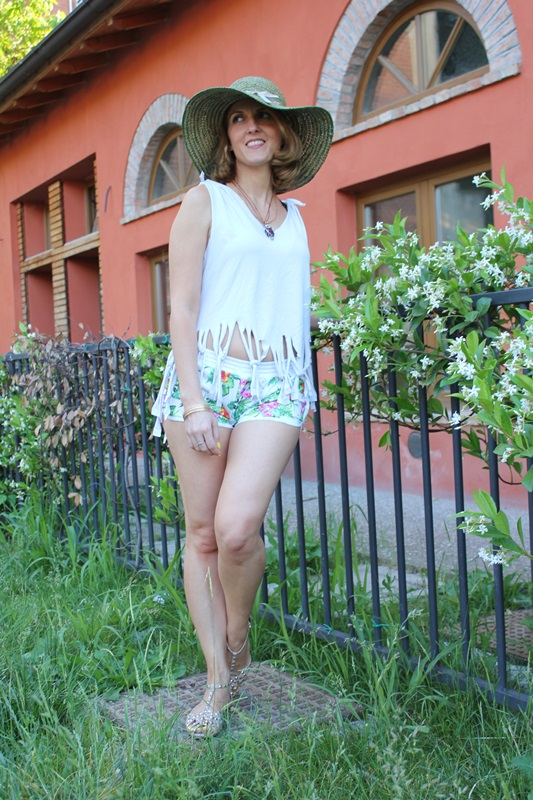 Margaret Dallospedale, Fashion blogger, The Indian Savage diary, Fashion blog, www.indiansavage.com, fashion tips, Lifestyle, How to wear, Floral shorts,  1