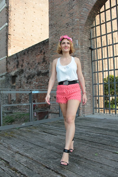 Margaret Dallospedale, Fashion blogger, The Indian Savage diary, Fashion blog, www.indiansavage.com, fashion tips, Lifestyle, How to wear, Crochet Shorts, Coral Shorts, 3