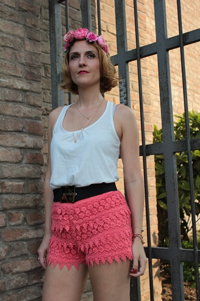 Margaret Dallospedale, Fashion blogger, The Indian Savage diary, Fashion blog, www.indiansavage.com, fashion tips, Lifestyle, How to wear, Crochet Shorts, Coral Shorts, 7