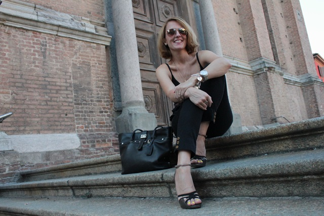 Margaret Dallospedale, Fashion blogger, The Indian Savage diary, Fashion blog, www.indiansavage.com, fashion tips, Lifestyle, How to wear, neckline, Total Black, 14