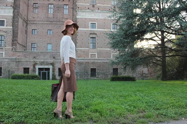 Margaret Dallospedale, Fashion blogger, Maggie Dallospedale Fashion diary, fashion tips, Lifestyle, Cognac skirt, 13