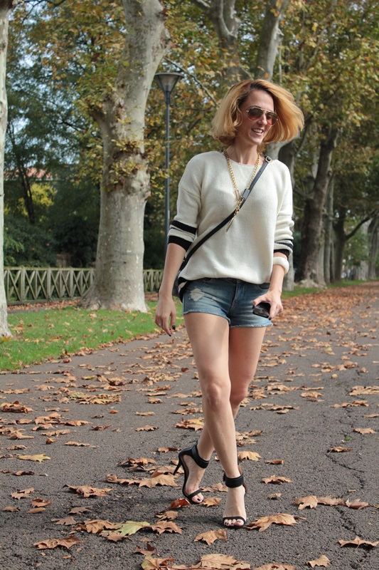 Margaret Dallospedale, Fashion blogger, Maggie Dallospedale Fashion diary, fashion tips, Lifestyle, Denim shorts and sweater, 1