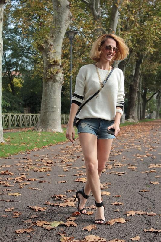 Margaret Dallospedale, Fashion blogger, Maggie Dallospedale Fashion diary, fashion tips, Lifestyle, Denim shorts and sweater, 1