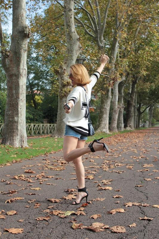 Margaret Dallospedale, Fashion blogger, Maggie Dallospedale Fashion diary, fashion tips, Lifestyle, Denim shorts and sweater, 11