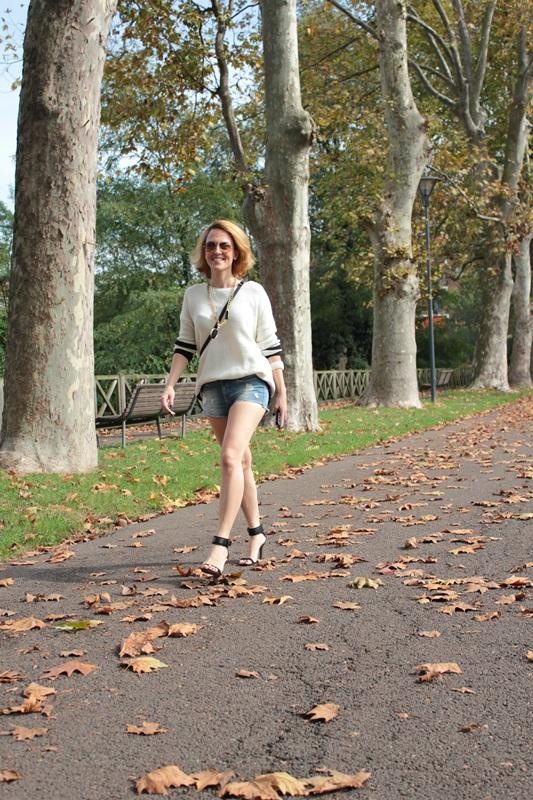 Margaret Dallospedale, Fashion blogger, Maggie Dallospedale Fashion diary, fashion tips, Lifestyle, Denim shorts and sweater, 2