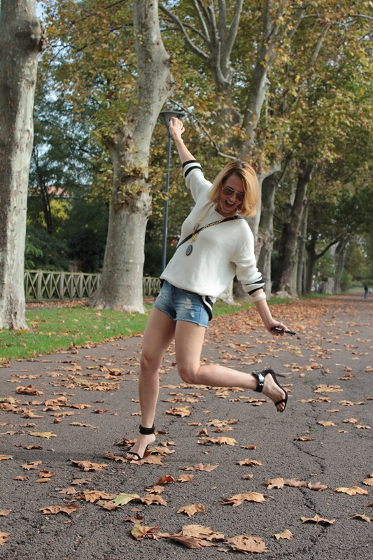 Margaret Dallospedale, Fashion blogger, Maggie Dallospedale Fashion diary, fashion tips, Lifestyle, Denim shorts and sweater, 3