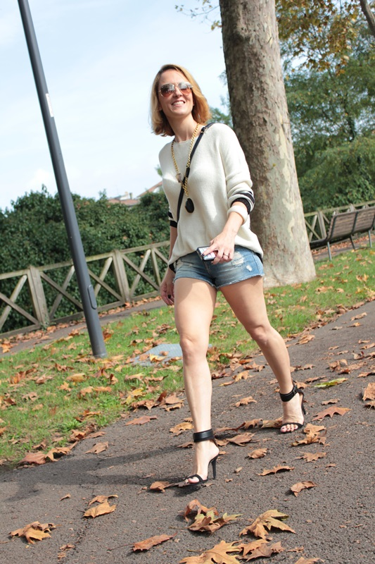 Margaret Dallospedale, Fashion blogger, Maggie Dallospedale Fashion diary, fashion tips, Lifestyle, Denim shorts and sweater, 4