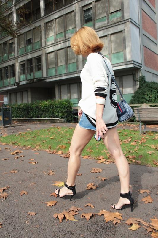 Margaret Dallospedale, Fashion blogger, Maggie Dallospedale Fashion diary, fashion tips, Lifestyle, Denim shorts and sweater, 6