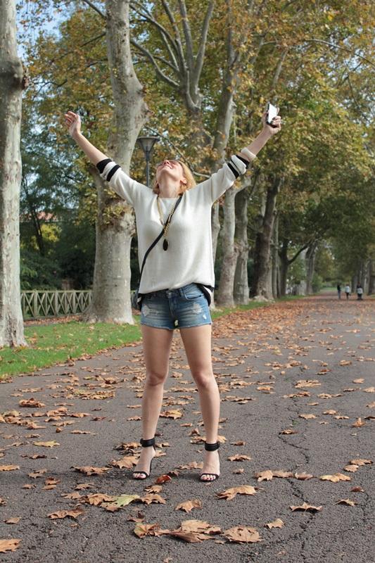 Margaret Dallospedale, Fashion blogger, Maggie Dallospedale Fashion diary, fashion tips, Lifestyle, Denim shorts and sweater, 7