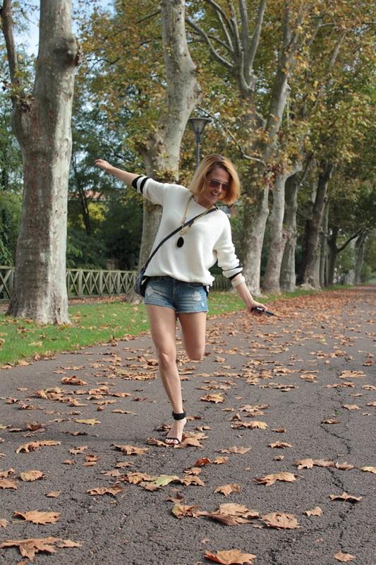 Margaret Dallospedale, Fashion blogger, Maggie Dallospedale Fashion diary, fashion tips, Lifestyle, Denim shorts and sweater, 8