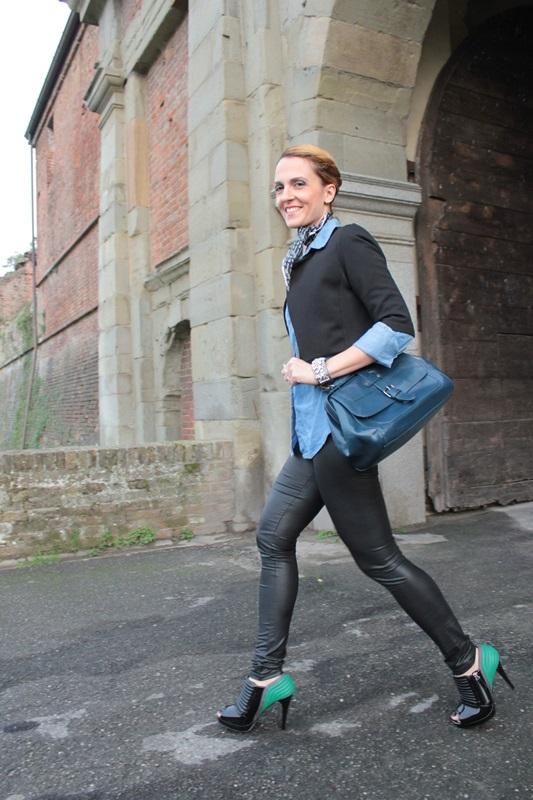 Margaret Dallospedale, Fashion blogger, Maggie Dallospedale Fashion diary, fashion tips, Lifestyle, Leather leggings and denim shirt, 3
