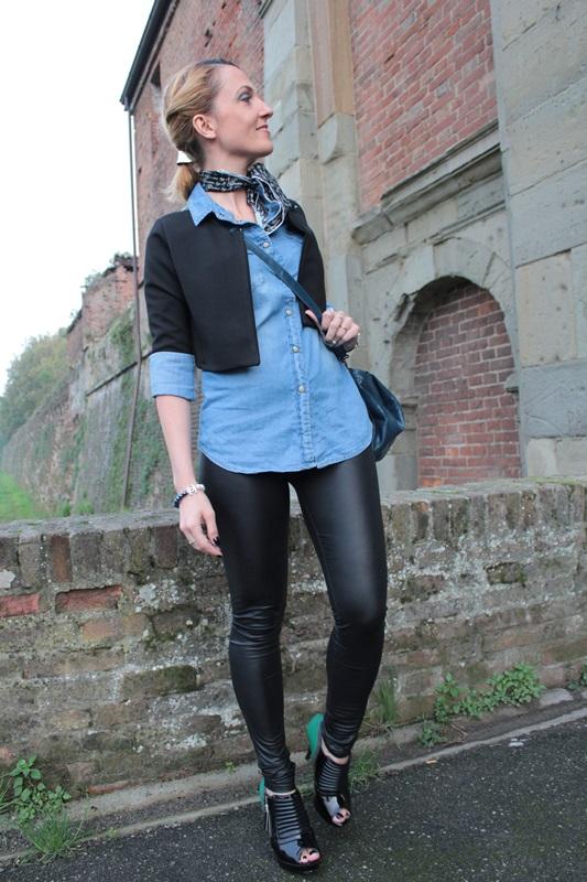 Margaret Dallospedale, Fashion blogger, Maggie Dallospedale Fashion diary, fashion tips, Lifestyle, Leather leggings and denim shirt, 5