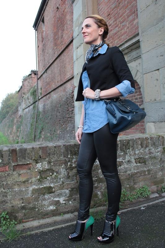 Margaret Dallospedale, Fashion blogger, Maggie Dallospedale Fashion diary, fashion tips, Lifestyle, Leather leggings and denim shirt, 6