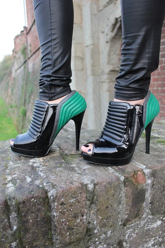 Margaret Dallospedale, Fashion blogger, Maggie Dallospedale Fashion diary, fashion tips, Lifestyle, Leather leggings and denim shirt, 9