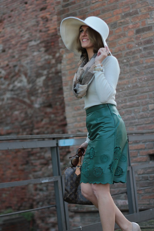 Margaret Dallospedale, Maggie Dallospedlae fashion diary, Fashion blog, Fashion blogger,  fashion tips, how to wear, Outfits, OOTD, Fall outfit, Autumn outfit, Green Leather skirt, 1