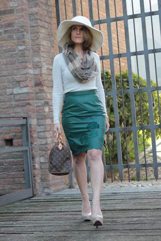 Margaret Dallospedale, Maggie Dallospedlae fashion diary, Fashion blog, Fashion blogger,  fashion tips, how to wear, Outfits, OOTD, Fall outfit, Autumn outfit, Green Leather skirt, 14