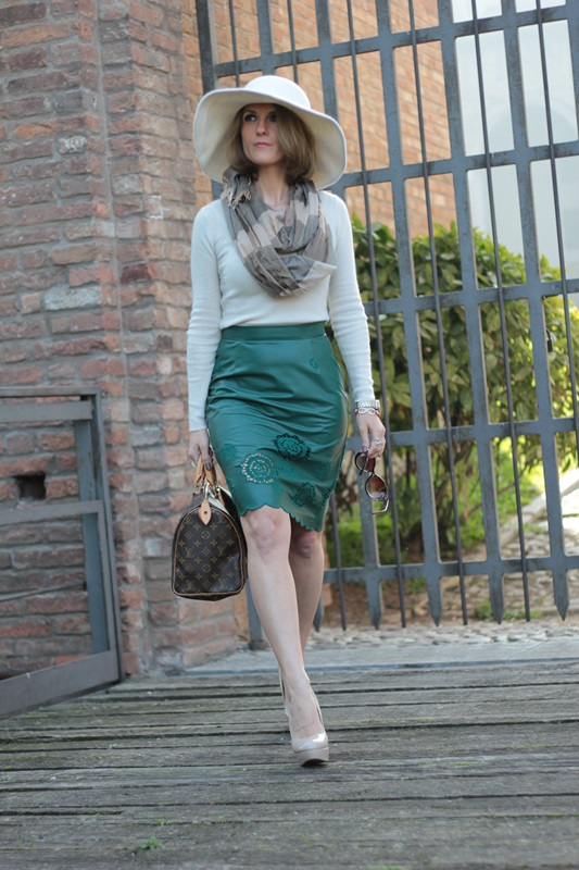 Green leather pencil skirt fashion tip 76 by maggie dallospedale Fashion style 101 blogspot