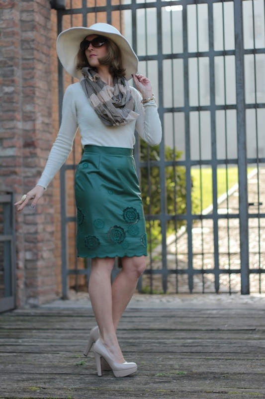 Margaret Dallospedale, Maggie Dallospedlae fashion diary, Fashion blog, Fashion blogger,  fashion tips, how to wear, Outfits, OOTD, Fall outfit, Autumn outfit, Green Leather skirt, 4