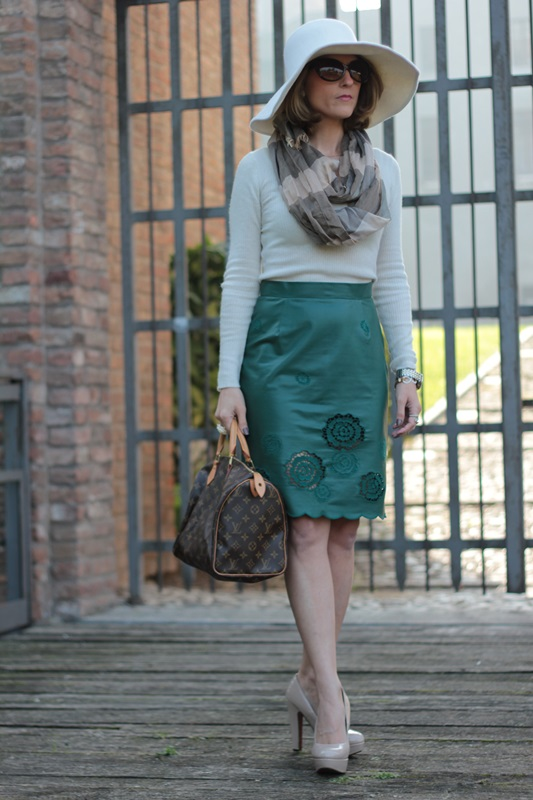 Margaret Dallospedale, Maggie Dallospedlae fashion diary, Fashion blog, Fashion blogger,  fashion tips, how to wear, Outfits, OOTD, Fall outfit, Autumn outfit, Green Leather skirt, 9