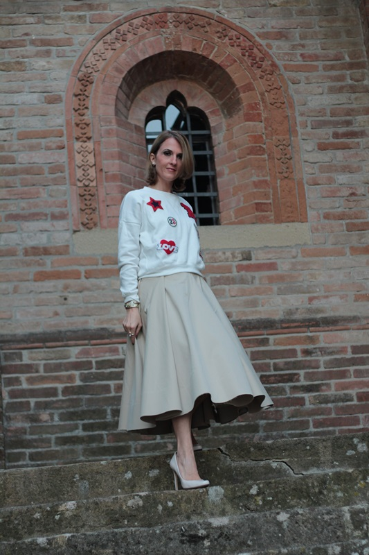 Margaret Dallospedale, Maggie Dallospedlae fashion diary, Fashion blog, Fashion blogger,  fashion tips, how to wear, Outfits, OOTD, Fall outfit, Autumn outfit, Midi skirt end sweat, 3