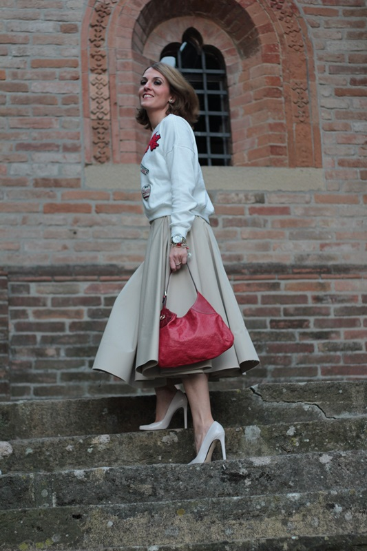 Margaret Dallospedale, Maggie Dallospedlae fashion diary, Fashion blog, Fashion blogger,  fashion tips, how to wear, Outfits, OOTD, Fall outfit, Autumn outfit, Midi skirt end sweat, 4