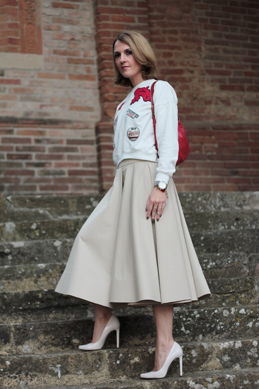 Margaret Dallospedale, Maggie Dallospedlae fashion diary, Fashion blog, Fashion blogger,  fashion tips, how to wear, Outfits, OOTD, Fall outfit, Autumn outfit, Midi skirt end sweat, 5