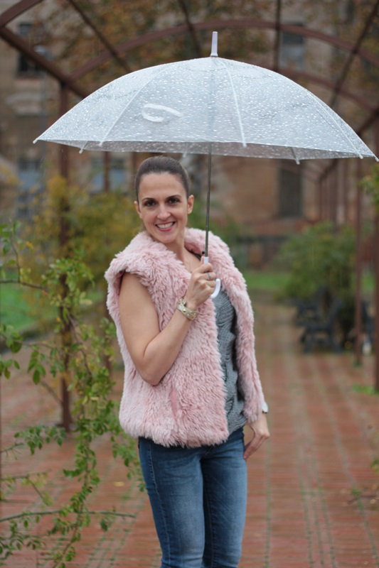 Margaret Dallospedale, Maggie Dallospedlae fashion diary, Fashion blog, Fashion blogger,  fashion tips, how to wear, Outfits, OOTD, Fall outfit, Denim and faur fur vest pink, 07