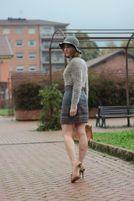 Margaret Dallospedale, Maggie Dallospedlae fashion diary, Fashion blog, Fashion blogger,  fashion tips, how to wear, Outfits, OOTD, Fall outfit, Gray outfit, 1
