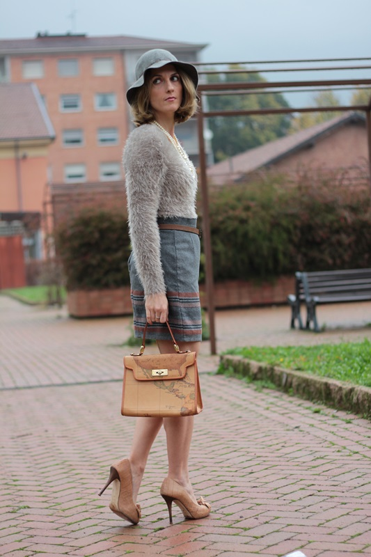 Margaret Dallospedale, Maggie Dallospedlae fashion diary, Fashion blog, Fashion blogger,  fashion tips, how to wear, Outfits, OOTD, Fall outfit, Gray outfit, 7