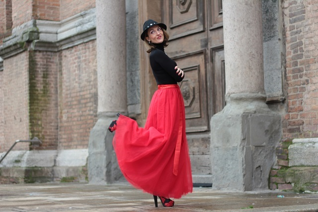 Red tulle skirt - Christmas outfit idea