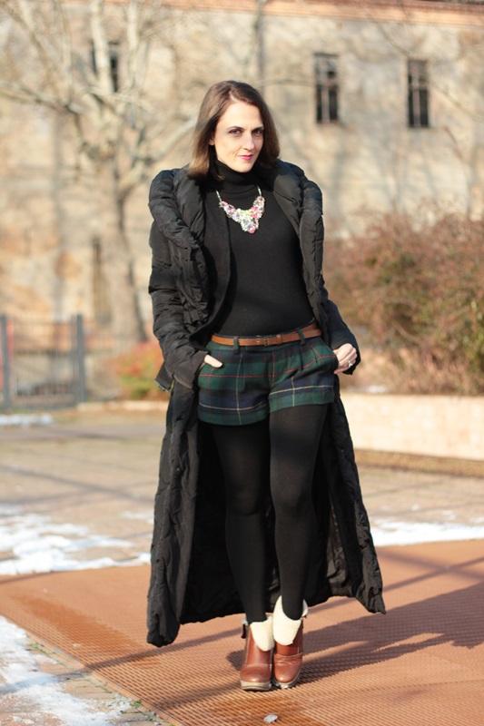 Fashion blogger, Fashion blog, Maggie Dallospedale fashion diary, fashion outfit, Moncler long coat, 1